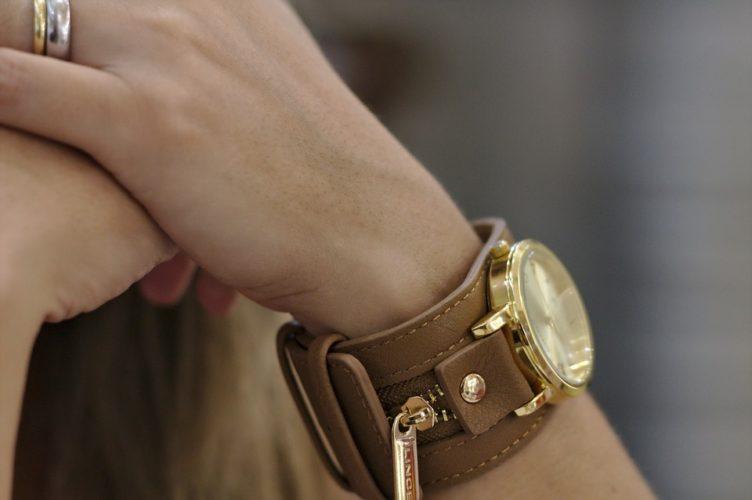 Czym kierować się przy wyborze damskiego zegarka?