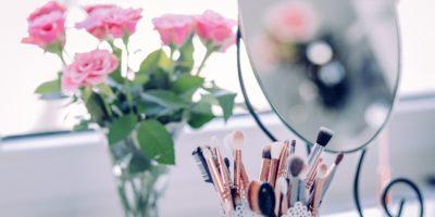 Trwały makijaż na twarzy – kosmetyki oraz sposoby na jego utrwalenie