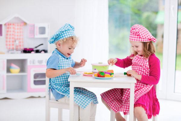 Kuchnia drewniana dla dzieci – zabawa i nauka w jednym