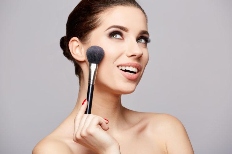 TOP 5 pudrów utrwalających makijaż