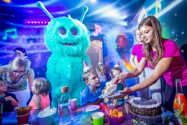 Urodziny dla dzieci na sali zabaw – wszystko, co warto wiedzieć o ich organizacji