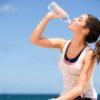 Dzbanki i butelki filtrujące, czyli korzyści wynikające z picia czystszej wody